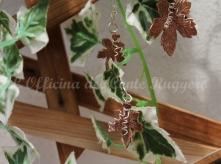 Parure foglie di vite, in argento e ciondoli in rame traforato e cesellato.