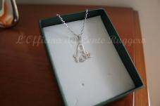 Ciondolo A in argento 925 con fiore cesellato