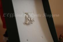 Ciondolo M in argento 925 con fiore cesellato