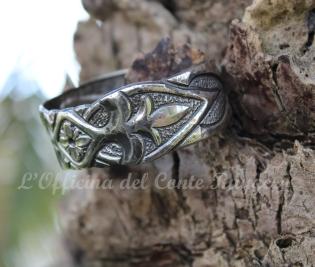 Bracciale in argento, palmette e foglie stilizzate (ispirato al portale ligneo della Martorana di Palermo) e fiore centrale
